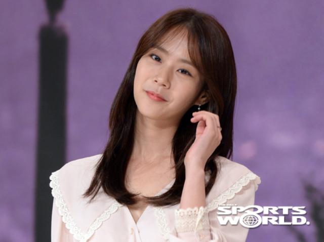 [SW포토] 한승연, 사랑스러운 미소 띄우며 포~즈