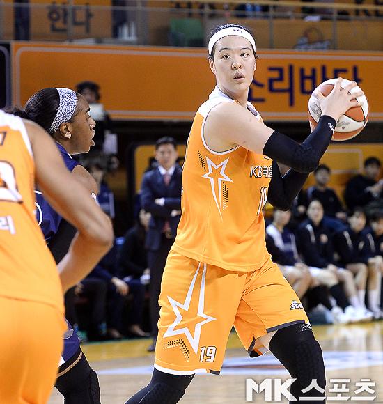 박지수, WNBA 전체 17순위로 미네소타에 지명
