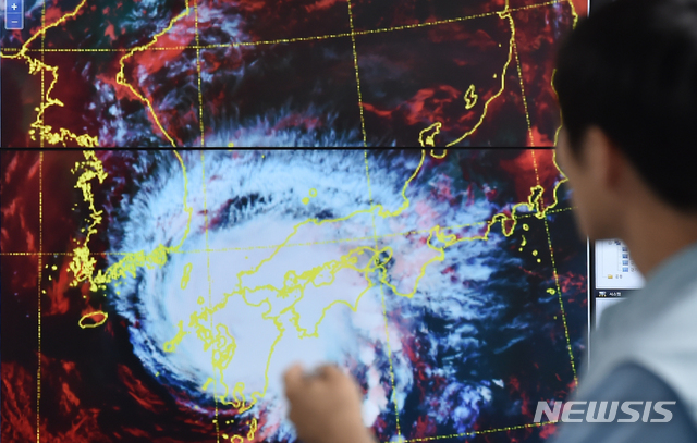 8호 태풍 프란시스코 영향권, 김해공항 결항 속출… 부산 태풍 초비상