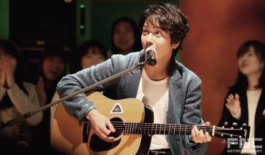 [MAKALE] CN Blue-Jung Yong Hwa�n�n �Fanlar� �le Aras�ndaki Mesafe 62.2 cm�- Gayo Daejeon ///25.12.14