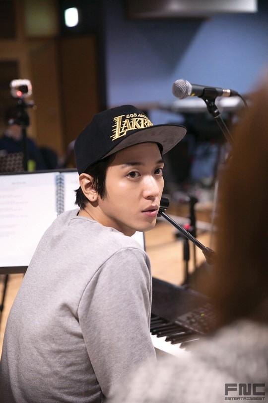 CN Blue- STARCAST: �Yar�n, Konser, Ba�ar� Yonghwa Aniden �lk Solo Konserini A��klad�/// 27.02.15
