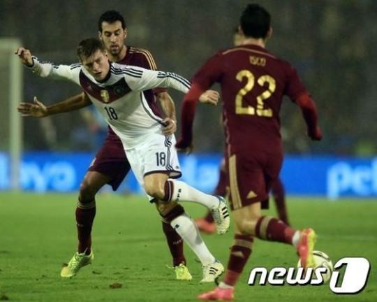 [스페인-독일] 크로스 극적 결승골, 독일 스페인에 1-0 승
