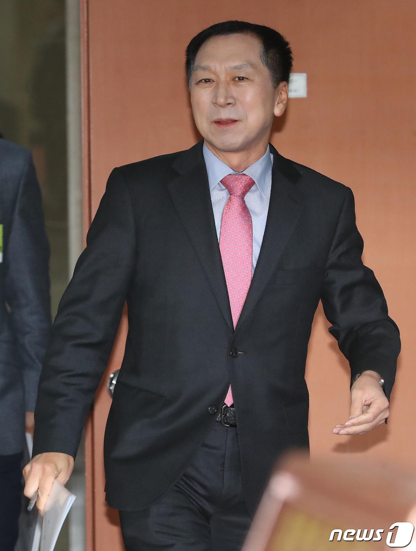 기자회견 나서는 김기현 전 울산시장