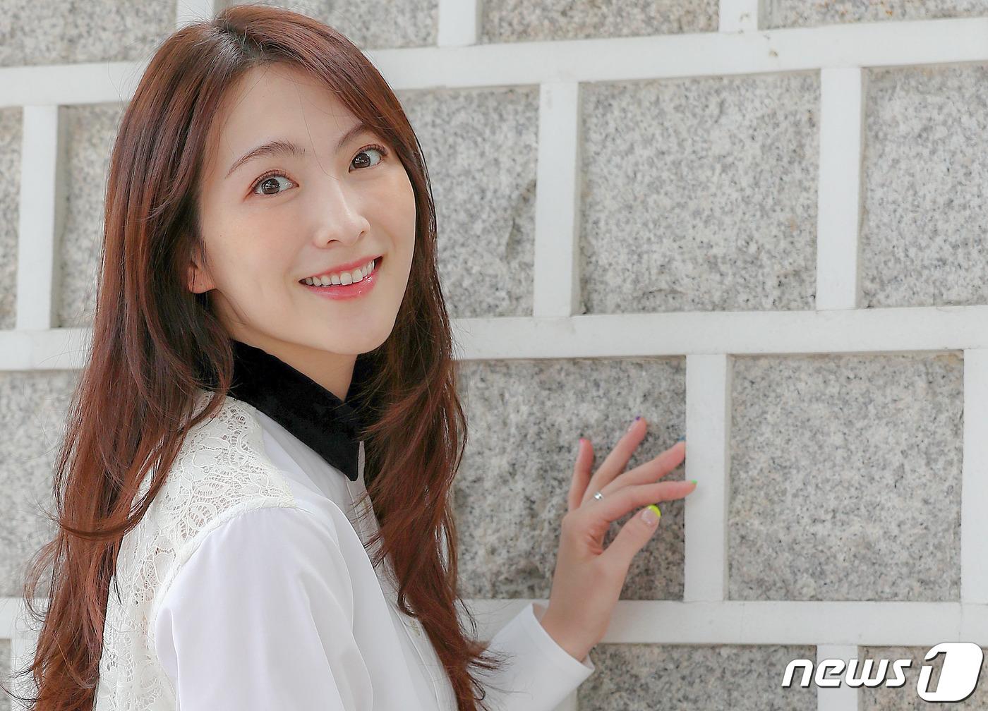 강지영 '심쿵 눈맞춤'