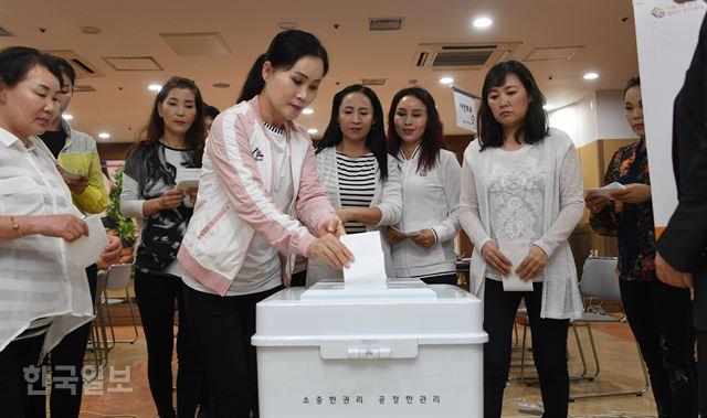 '한국의 선거과정 신기… 한 표의 가치 실감해요'