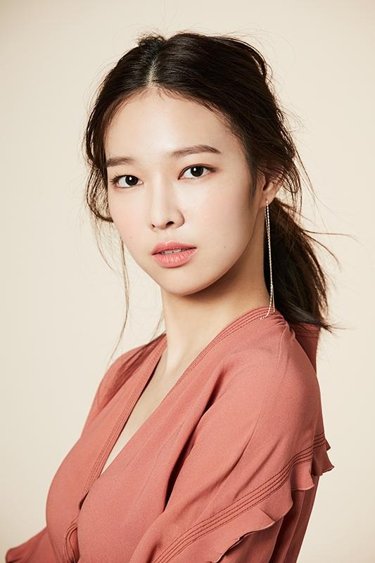 고성민,디자이너 초청으로  서울 패션위크 참석