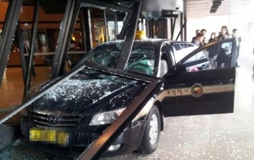 이부진 사장 통큰 호의 화제...돌진한 택시로 아수라장된 당시 호텔신라 로비 사진 보니...