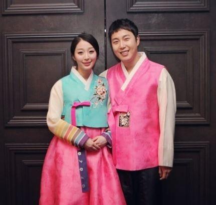 '2집' 장범준, 아내 송지수와 커플 한복 자태… '선남선녀' 행복한 미소