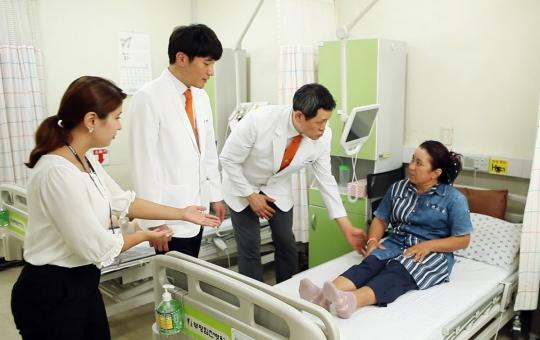 힘찬병원, 우즈베키스탄 개원 앞두고 현지 환자 초청 나눔의료