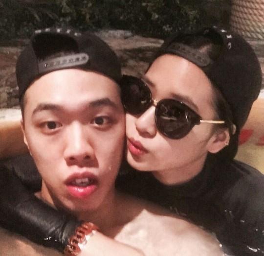 비와이, 여자친구와 수영장에서 다정하게 껴안고 있는 모습 '달달'