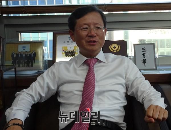 내년 충북 총선 '최대어' 윤갑근 전 대구고검장 어디로?