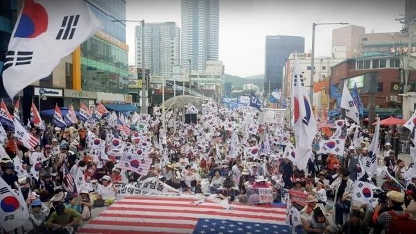 여의도 폭풍전야...자유한국당사 포위 태극기집회 '총동원령'