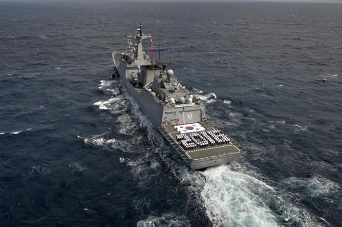 새해 인사하는 해군 장병들