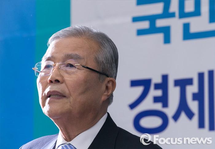 [포커스포토] 당선자 대회 인사말하는 김종인 비대위 대표