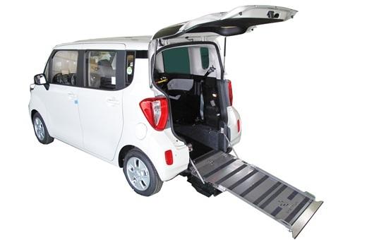 장애인 편의성 높인 복지차량 '레이 이지무브'