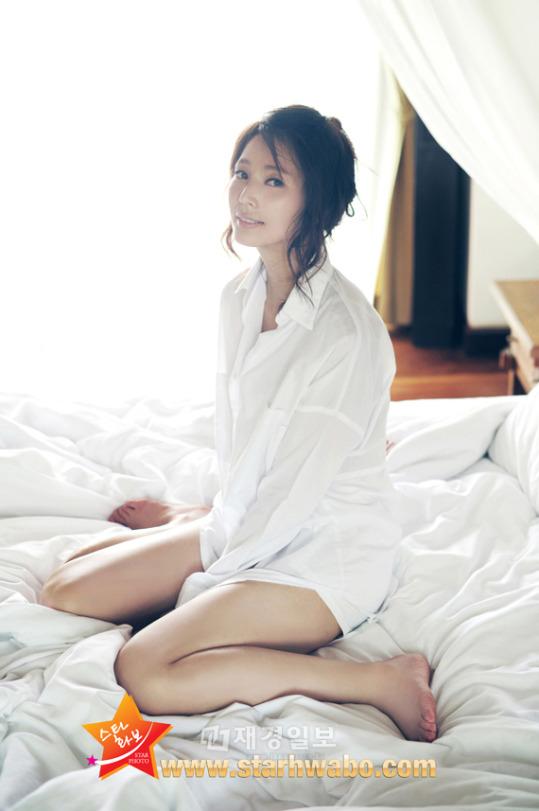 안혜경, 스타화보서 치명적인 '유혹의 반전' 선보여