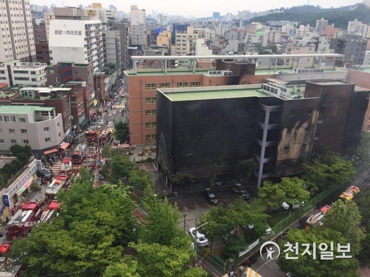 화재로 새까맣게 타버린 서울은명초등학교