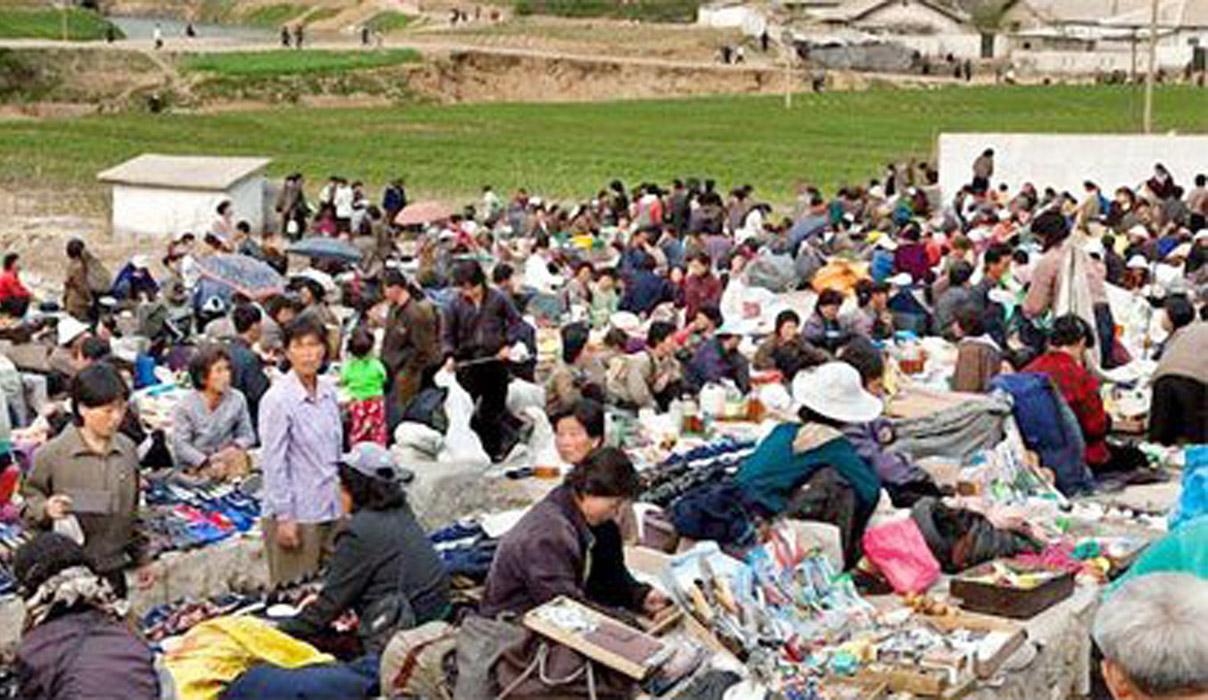 北 장마당서 성경 거래? 북한선교의 새 길 '불법'엔 '불법'으로