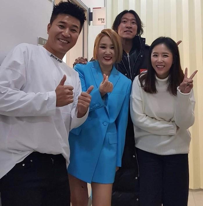 소찬휘 hold me now 실검 등극에 근황 공개…코요태와 의외의 친분…'다정샷' 화제