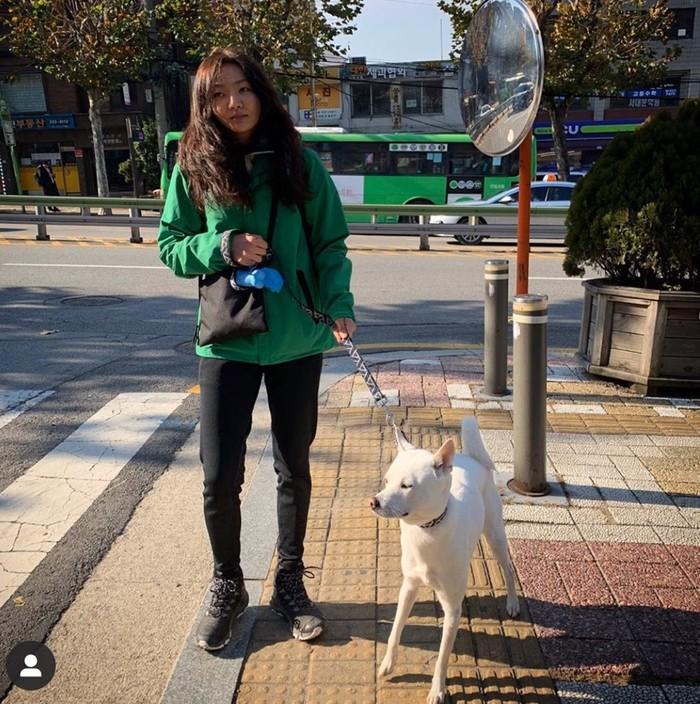 윤지혜 근황? 여배우 아우라 '뿜뿜' 강아지와 함께한 일상샷 공개