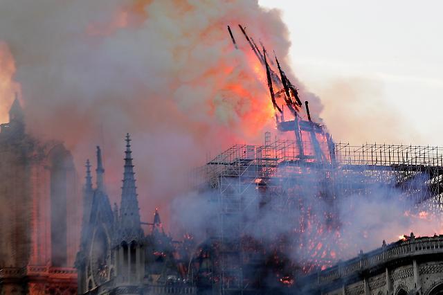 [포토] 노트르담 대성당 화재...무너지는 첨탑