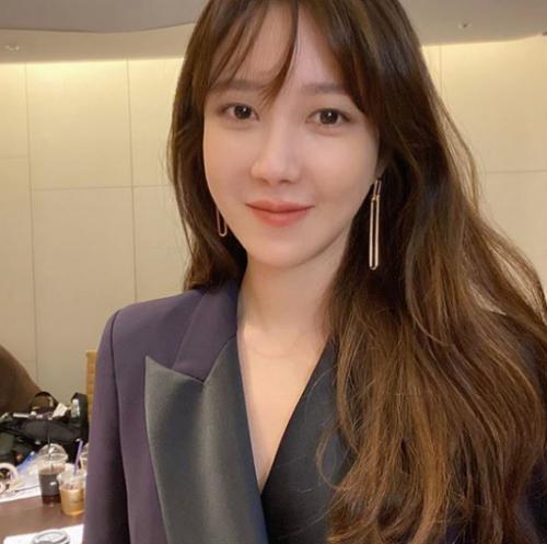이지아, 나이 송창의 동갑