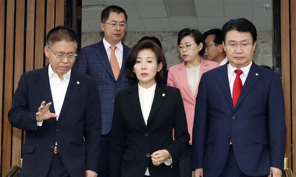 검찰, '자녀 성적 의혹' 나경원 수사 착수…고발 50여일 만