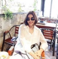 최명길, 나이 초월한 패션센스·미모…햇살보다 환한 미소