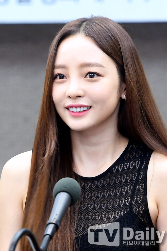 [TD포토] 구하라 '예쁘다 예뻐~'