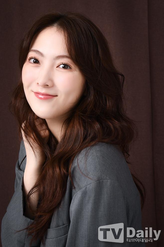 [TD인터뷰] 강지영 '보고 또 보고싶은 미모'