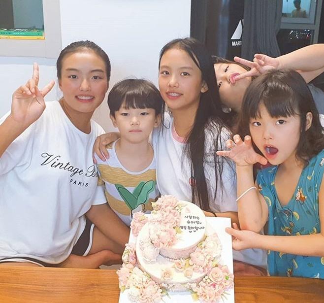 '이동국♥' 이수진, 몰라보게 큰 오남매와 함께한 생일파티