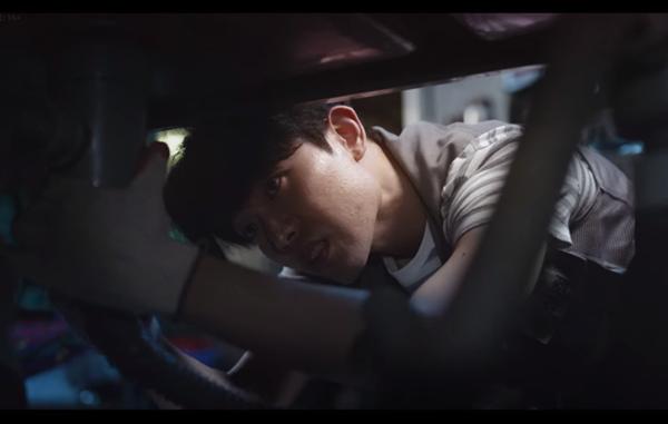 '동백꽃 필 무렵' 흥식이, 아버지-목장갑-운동화 단서에 시청자 의심↑