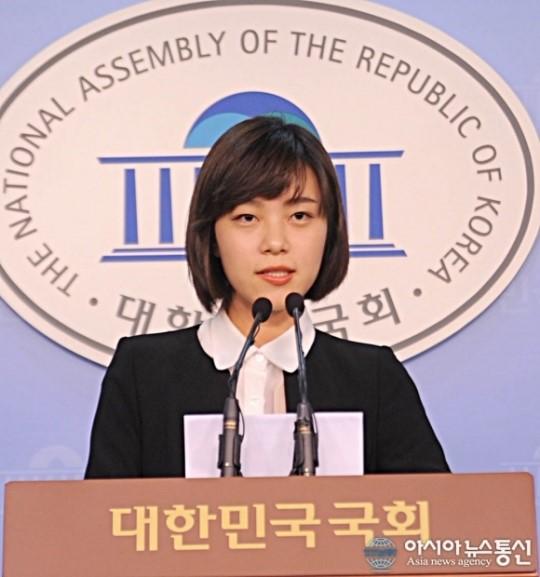 발언하는 정은혜 민주통합당 부대변인