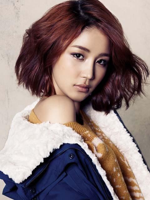 [★★화보] 윤진이, 소녀와 여자 사이를 오가는 관능미 '아슬아슬 스웨터'