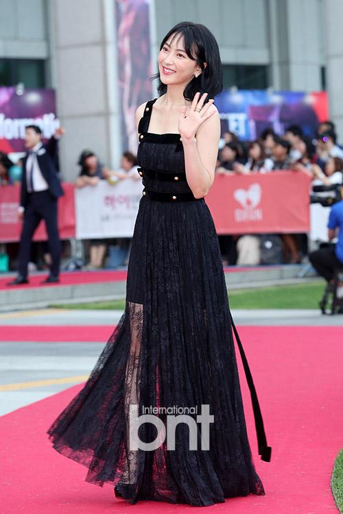 [bnt포토] 강지영 '블랙 시스루 드레스 자태'