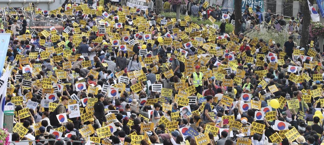 서초동 '검찰개혁' 촛불집회‥'조국규탄' 맞불집회