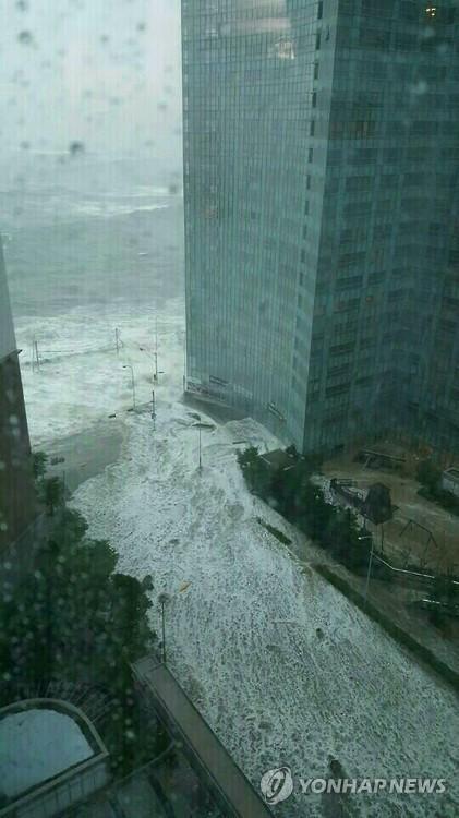 '바닷물 넘치는 부산 해운대 마린시티' 사진·영상