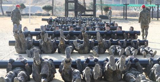 [2보] 연천 훈련병 55명, 서울 강서구 에어로빅학원 48명…집단감염 비상