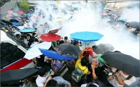 홍콩 민주화 시위 '노란 리본'에서 '노란 옷 입기'…전 세계 확산