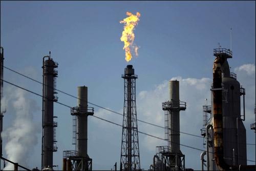 美 원유 · 휘발유 재고 급증...국제 유가 급락, 미국증시 에너지주 추락