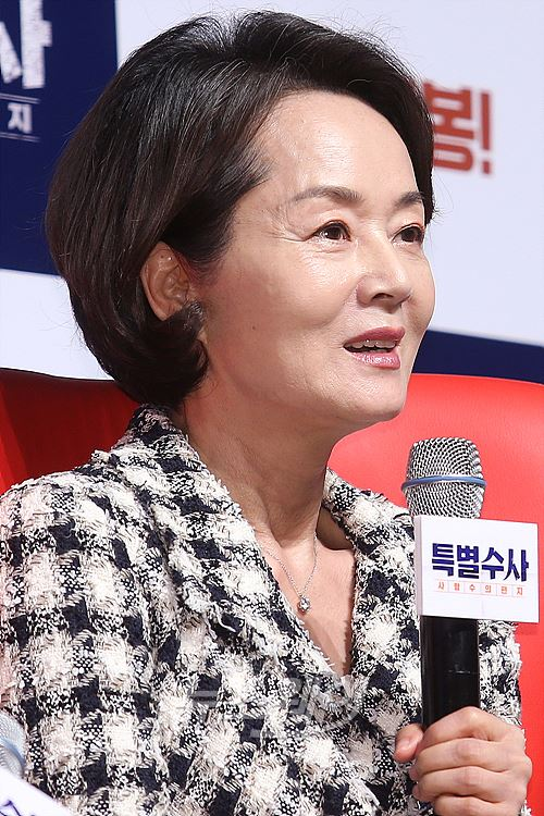 [NW포토]특별수사 김영애, '소녀 감성'