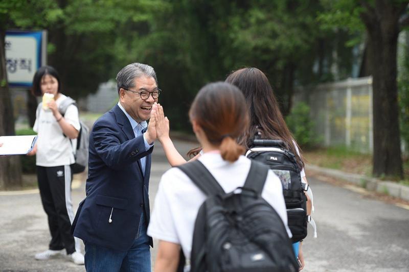 이재정 경기도교육감 후보, 의정부여중 방문