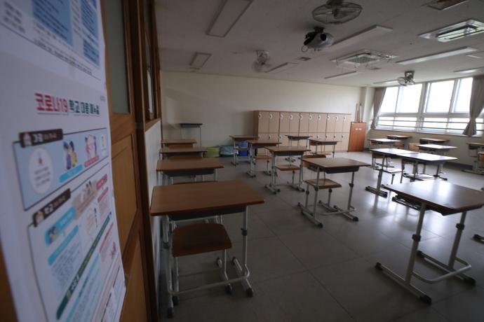 '이태원 클럽 집단감염'에 결국 5번째 등교 연기… 20일 고3부터 등교