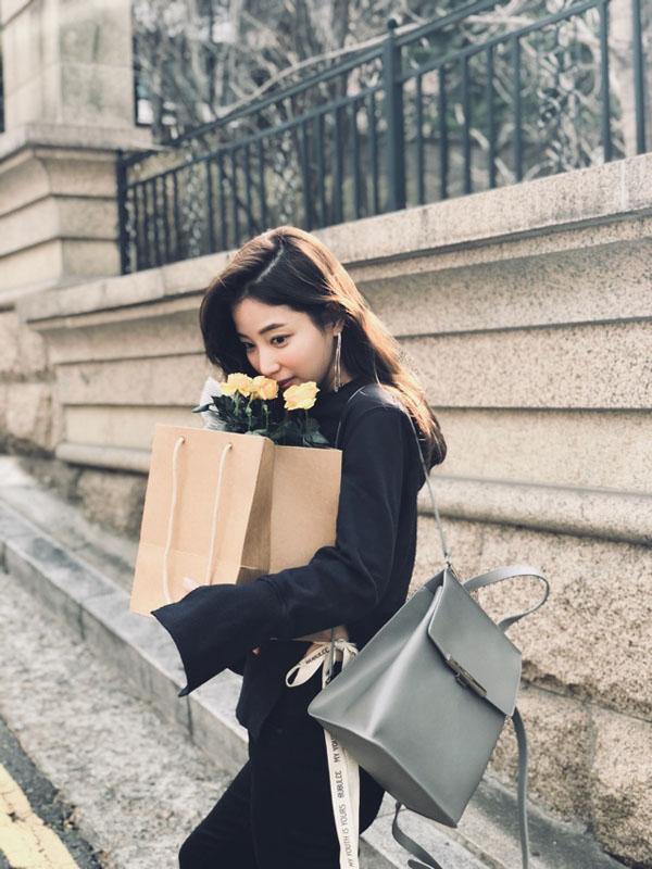 배우 기은세, 꽃과 함께한 사랑스러운 일상 공개!
