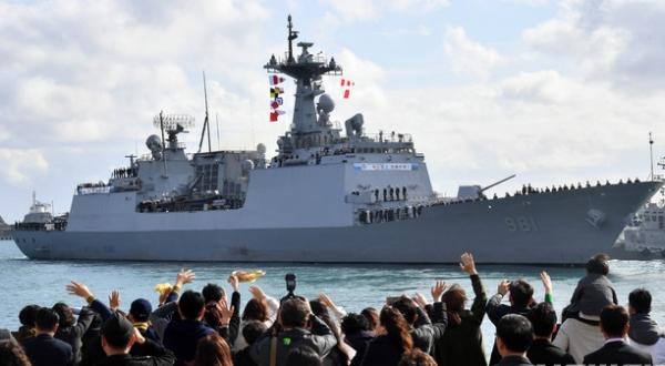 청해부대 '최영함' 입항식서 '홋줄'사고...병사들 사상피해
