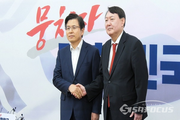 [포토] 황교안 대표 예방한 윤석열 검찰총장