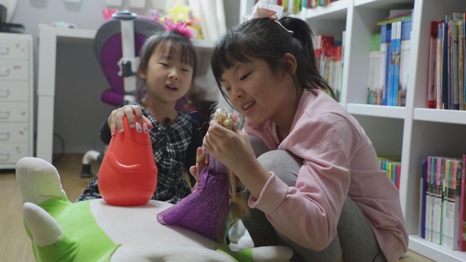 '영재발굴단' 학원 한번 다니지 않고 영어 중국어 스페인어까지 구사하는 '영재 자매'