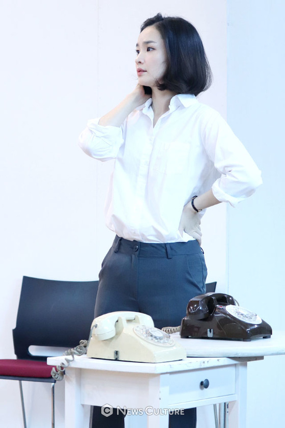 [NC포토] 연극 '오슬로' 전미도, 보이는 데로
