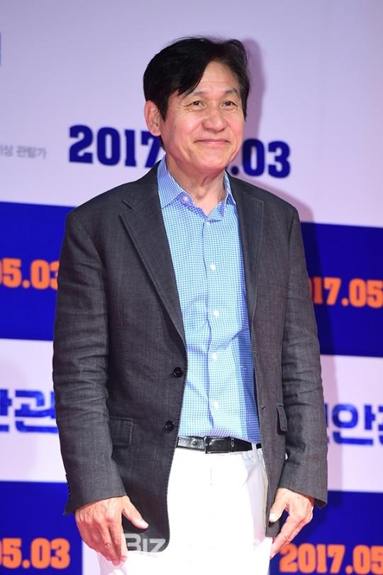 [BZ포토] 영화 '보안관' VIP 시사회 참석한 안성기