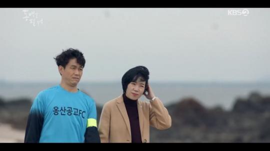 [비즈한컷] '동백꽃 필 무렵' 염혜란, 오정세에